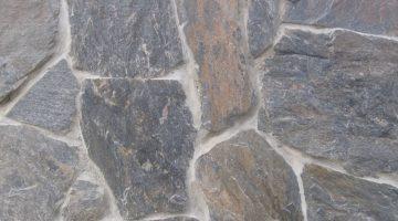 Laisvų gamtinių formų skaldytas akmuo Skalūnas