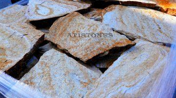 Laisvų gamtinių formų skaldytas akmuo gneisas AF1