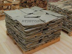 Laisvų gamtinių formų skaldytas akmuo gneisas BG1