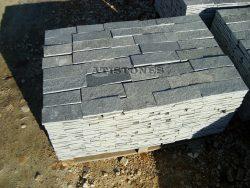 Laisvų gamtinių formų skaldytas akmuo gneisas BG3 10 cm x FL