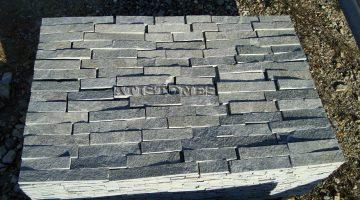Laisvų gamtinių formų skaldytas akmuo gneisas BG3 5 cm x FL