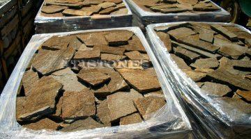 Laisvų gamtinių formų skaldytas akmuo gneisas D2