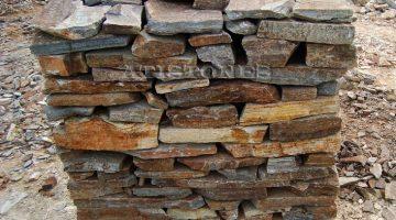 Laisvų gamtinių formų skaldytas akmuo gneisas DZ