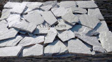 Laisvų gamtinių formų skaldytas akmuo gneisas E2