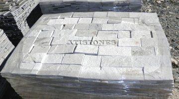 Laisvų gamtinių formų skaldytas akmuo gneisas E3 10 cm x FL