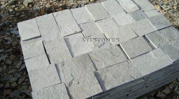 Laisvų gamtinių formų skaldytas akmuo gneisas E3 15 cm x FL