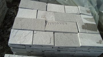 Laisvų gamtinių formų skaldytas akmuo gneisas E3 20 cm x FL