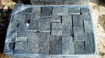 Laisvų gamtinių formų skaldytas akmuo gneisas F3 15 cm x FL