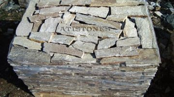 Laisvų gamtinių formų skaldytas akmuo gneisas I2