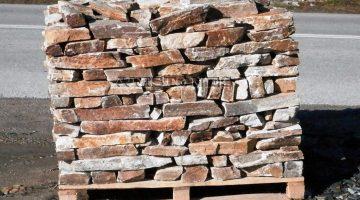 Laisvų gamtinių formų skaldytas akmuo gneisas IZ